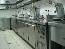 холодильные столы в ресторане